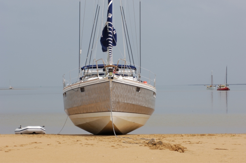 Ovni bow on sand _1a
