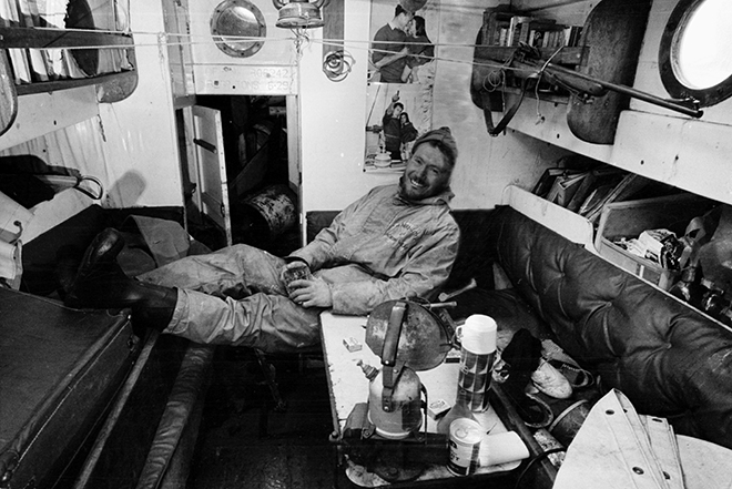 Robin-Knox-Johnston-relaxes-to-enjoy-his-first-pint-of-beer-in-313-days-Credit-Bill-Rowntree-and-PPL