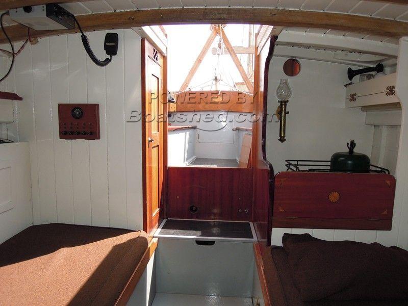 163165_BoatPic_ForecabinAft