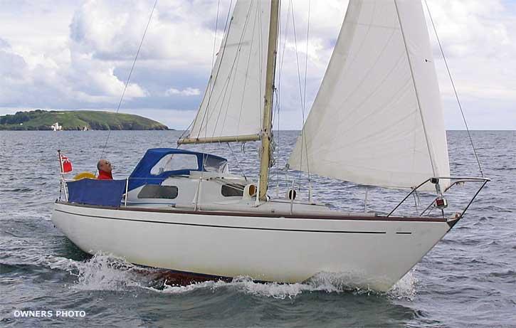 f81105-sailing-fwd-beam