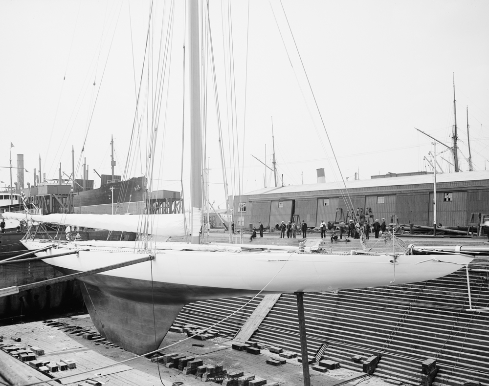 yacht_reliance_in_drydock