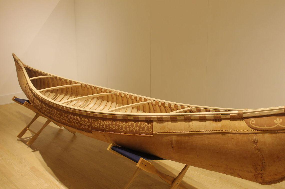 Birchbark_canoe,_Abbe_Museum,_Bar_Harbor,_ME_IMG_2301