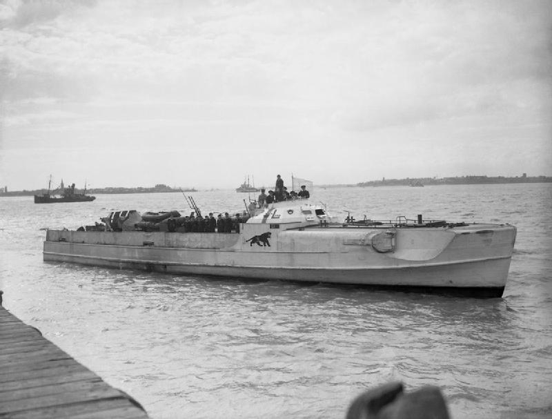 German_E-Boat_S_204_surrenders_at_Felixstowe_on_13_May_1945